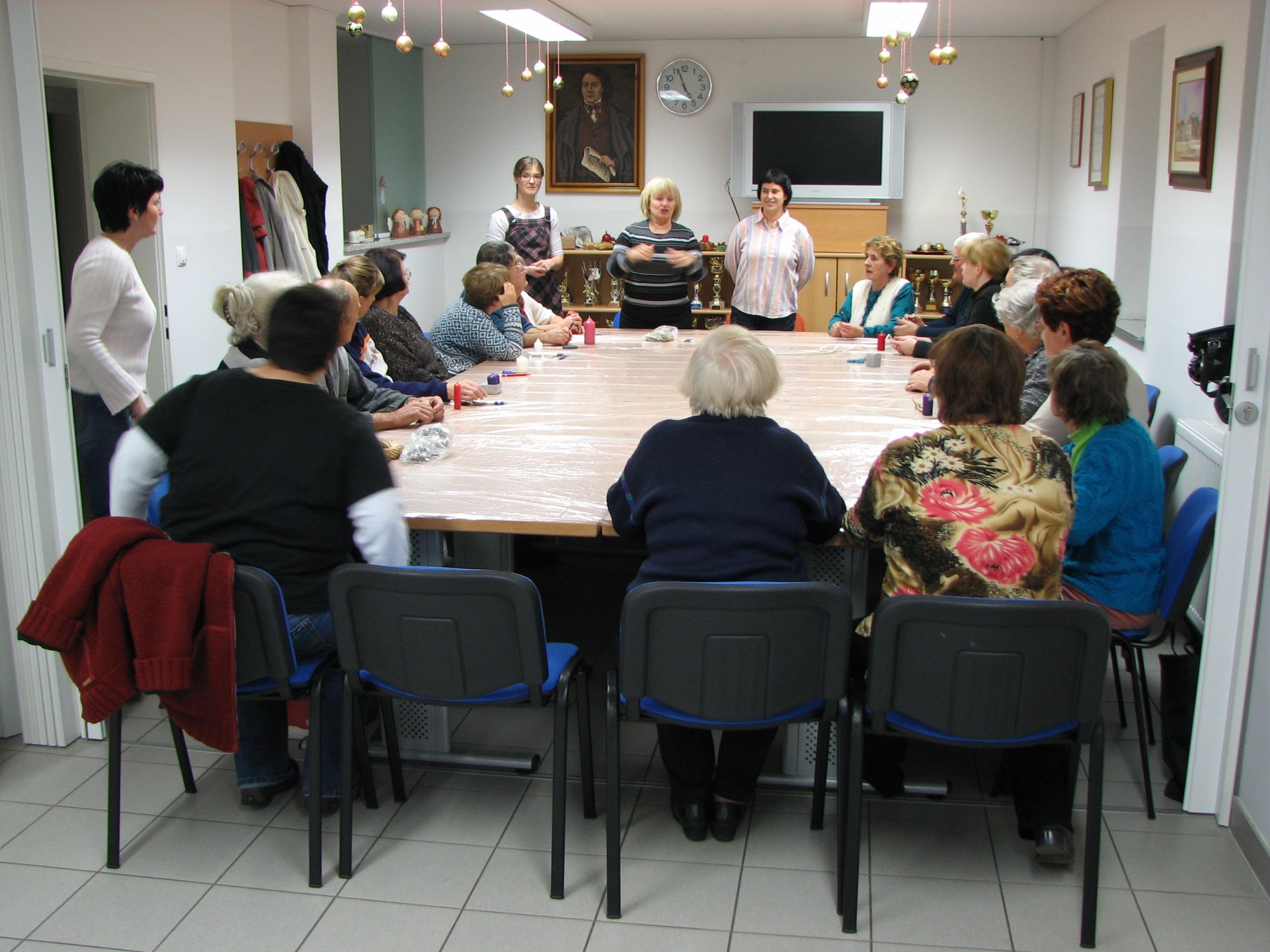 Zaposlovanje in usposabljanje gluhih in naglušnih skozi tradicionalne in sodobne umetnosti